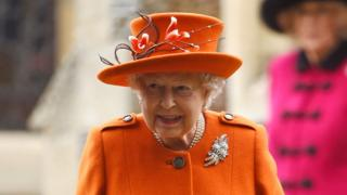 英女王與胸罩 王室內衣裁縫師失皇家認證