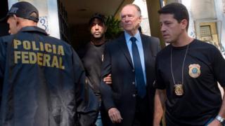 Nuzman e Polícia Federal na frente de sua casa
