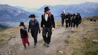 Pizol glacier: Swiss hold funeral for ice lost to global warming