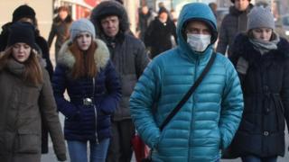 Pessoas com casaco durante inverno