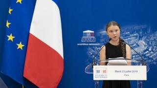 Greta-gives-speech-in-French-parliament.