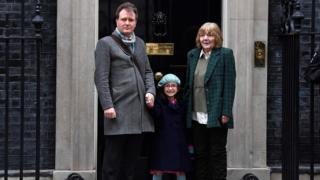 Richard Ratcliffe with his daughter Gabriella and mother Barbara outside No 10