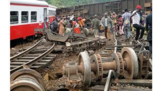 Image du déraillement du train de la société Camrail le 21 octobre 2016 à Eseka au Cameroun