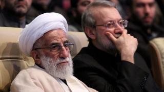 علی لاریجانی (راست) رئیس مجلس و احمد جنتی دبیر شورای نگهبان و رئیس مجلس خبرگان رهبری