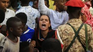 Dibedbaxyada Sudan ayaa sababay in xukunka laga tuuro madaxweyne Cumar Al-Bashir