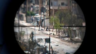 улицы алеппо через прицел винтовки