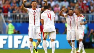 La joie des Serbes après le but marqué par Kolarev.