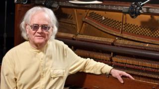 Пианист Скотт Кашни