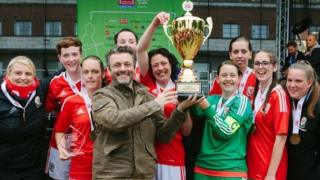 Michael Sheen and the Wales women's team in 2017