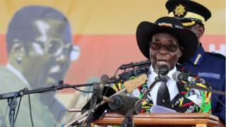 Роберт Мугабе, с размахом отметил 93-й день рождения