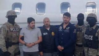 Efrain Antonio Campo Flores (trái) và Franqui Francisco Flores de Freitas (phải) sau vụ bắt giữ ở Haiti