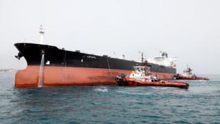 تشمل العقوبات الأمريكية عمليات الشحن وبناء السفن والطاقة والقطاع المالي