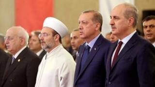 TBMM Başkanı İsmail Kahraman, Diyanet İşleri Başkanı Mehmet Görmez, Cumhurbaşkanı Recep Tayyip Erdoğan, Başbakan Yardımcısı Numan Kurtulmuş