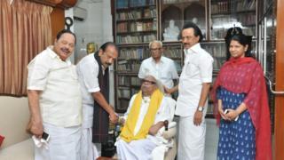 தி.மு.க. தலைவர் கருணாநிதியை சந்தித்த வைகோ