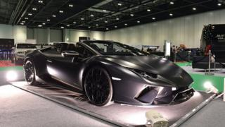 Lamborghini marka araçlar 16 Mayıs'ta Londra'daki TechShow'da sergilendi