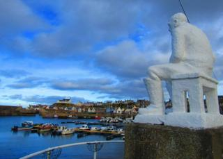 White Mannie watching over Findochty harbour.