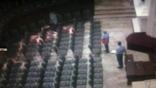 La AN publicó imágenes de cámaras de seguridad de personal trabajando en el hemiciclo.