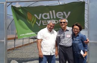 Lễ khánh thành Vườn Đô Thị Valley Verde tại San Jose - tác giả Thắng Đỗ bảo trợ cho dự án này, gây hạt giống cơ hữu và huấn luyện cách trồng hoa quả cho người thu nhập thấp