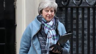 تراز می، نخستوزیر بریتانیا بعد از سقوط دیوید کمرون به دلیل شکست در رفراندوم خروج از اتحادیه اروپا به قدرت رسید