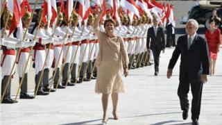 Dilma ao lado de temer durante a posse em 2014