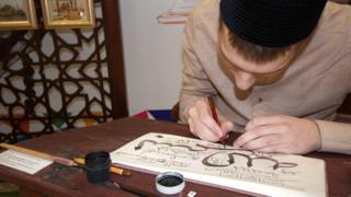Каллиграф за работой