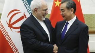 Javad Zarif ayaa kulankiisa koobaad ka dhigay Wasiirka Arrimaha Dibadda ee Shiinaha Wang Yi in Beijing