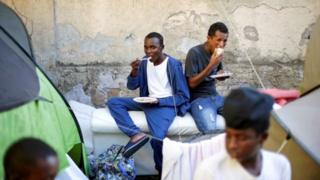 Jumlah pengungsi yang datang ke Italia dengan menggunakan perahu terus bertambah.