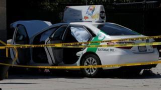 پلیس می گوید راننده تاکسی گفته پایش را به اشتباه به روی گاز فشار داده است