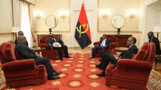 Perezida Tshisekedi (ibumoso), Museveni, Lourenco na Kagame (iburyo) mu nama i Luanda uuy munsi kuwa gatanu
