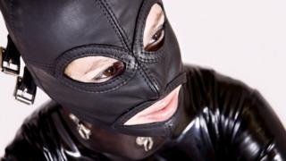 persona con máscara