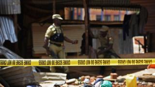 Une fusillade a éclaté au cours de laquelle deux hommes ont été tués, 36 autres arrêtés, selon la police