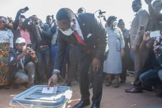 Malawi Congress Party (MCP) president Lazarus Chakwera casts his ballot during the presidential elections at the Malembo polling station in his home village at the traditional Authority Khongoni in Lilongwe on June 23, 2020.