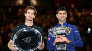 Andy Murray (G.) et Novak Djokovic (Dr.)