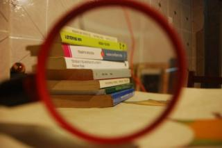 Libros y lupa