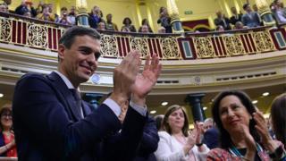 Pedro Sánchez tras ganar el voto en el Congreso