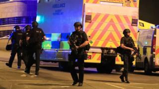 Policías resguardan el lugar