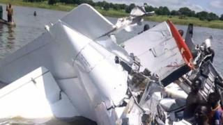 L'épave de l'avion qui s'est crashé dimanche 9 septembre 2018 dans le centre du Soudan du Sud.