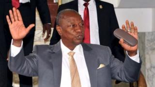 Le président guinéen Alpha Condé a confirmé l'éviction du président de la Cour constitutionnelle, Kéléfa Sall, opposé à l'idée d'un troisième mandat