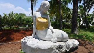 Endonezya Ancol Dremland Park'taki denizkızı heykeli