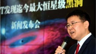 investigador Liu Jifeng en conferencia de prensa