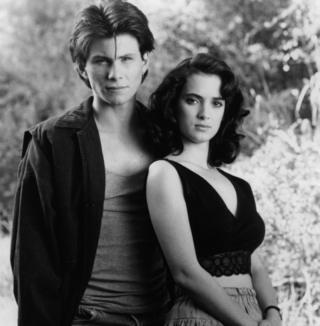 1988年,由瑞德(Winona Ryder)和斯萊特(Christian Slater)主演的諷刺電影《希德姐妹幫》(Heathers)。