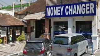 Обменный пункт в Танджунг-Беноа, на который было совершено нападение