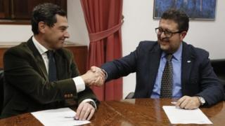 Halk Partisi'nden Juanma Moreno ile Vox'tan Francisco Serrano el sıkışıyor