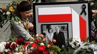 Memorial in Warsaw for late Polish President Lech Kaczynski and his wife Maria, 11 April 2010