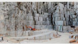 Каррарский мраморный карьер, Кава ди Каналгранде #2, Каррара, Италия, 2016 г. Фото Эдварда Буртинского (Flowers Gallery, London/Metivier Gallery, Toronto)