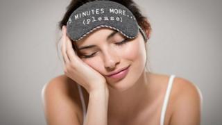 """دراسة علمية نُشرت في دورية """"الجمعية الملكية المفتوحة للعلوم"""" البريطانية تقول إن الجمال الذي يضفيه النوم على الوجه أحقيقي، وإن النوم لساعات قليلة يجعل الشخص أقل جاذبية."""