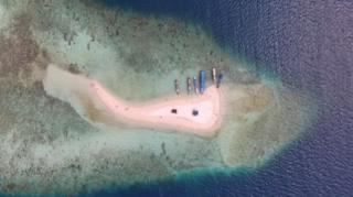 เกาะเล็กๆ แห่งหนึ่งในประเทศอินโดนีเซีย