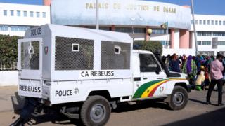Façade avant du palais de justice de Dakar