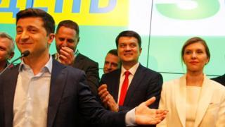 Радники новообраного президента Зеленського вважають, що він та його команда мають показати перші результати вже за два місяці
