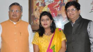 रमन सिंह, बेटी अस्मिता और दामाद पुनीत के साथ